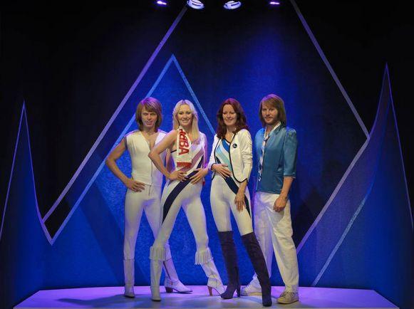 Калейдоскоп, ABBA прилетели в собственный музей на вертолёте | Силиконовые куклы ABBA прилетели в собственный музей на вертолёте