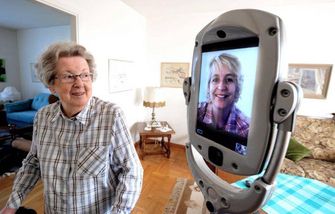 Общество, В Швеции испытывают робота-сиделку | В Швеции испытывают робота-сиделку