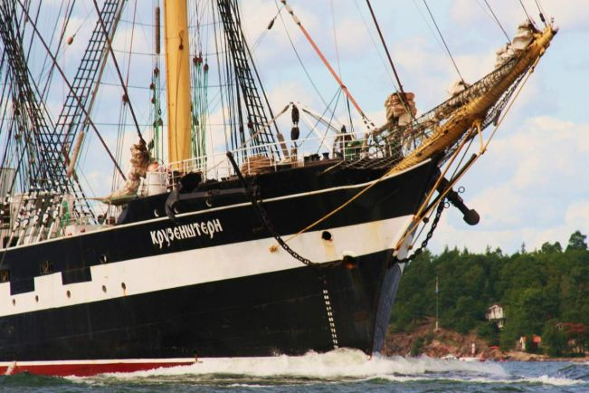 Калейдоскоп, Российский барк едва не потопил военные катера у берегов Исландии | Российский барк едва не потопил военные катера у берегов Исландии