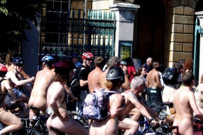 Общество, Голые велосипедисты проедут по улицам Копенгагена и Хельсинки | Голые велосипедисты проедут по улицам Копенгагена и Хельсинки