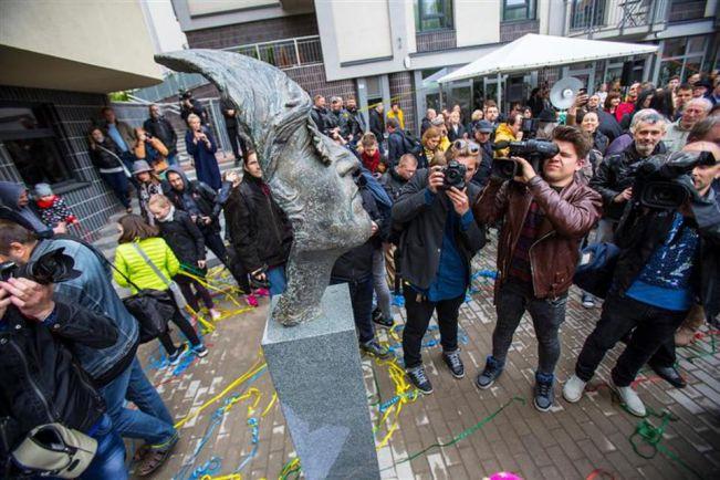 Культура, В Литве появился памятник Джону Леннону |