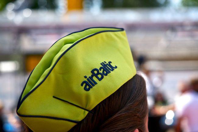 Калейдоскоп, Пилот и трое членов экипажа Air Baltic провалили предполётный тест на алкоголь | Пилот и трое членов экипажа Air Baltic провалили предполётный тест на алкоголь