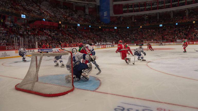 Калейдоскоп, Швед крестил свою дочь, растопив лед со стадиона любимой хоккейной команды | Швед крестил свою дочь, растопив лед со стадиона любимой хоккейной команды