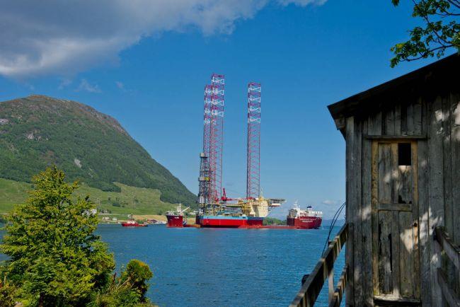 Бизнес, Норвежский эксперт прогнозирует падение цены барреля нефти ниже 30 долларов | Норвежский эксперт прогнозирует падение цены барреля нефти ниже 30 долларов