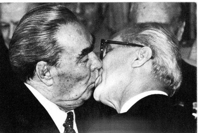 Общество, Шведы целуются, прощаясь с гомофобией | Шведы целуются, прощаясь с гомофобией