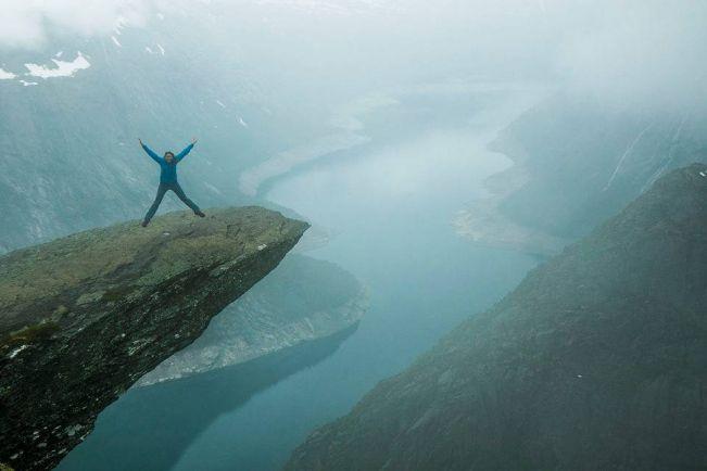 Туризм, Норвежский туристический портал удалил часть фотографий с «Языка тролля» | Норвежский туристический портал удалил часть фотографий с «Языка тролля»
