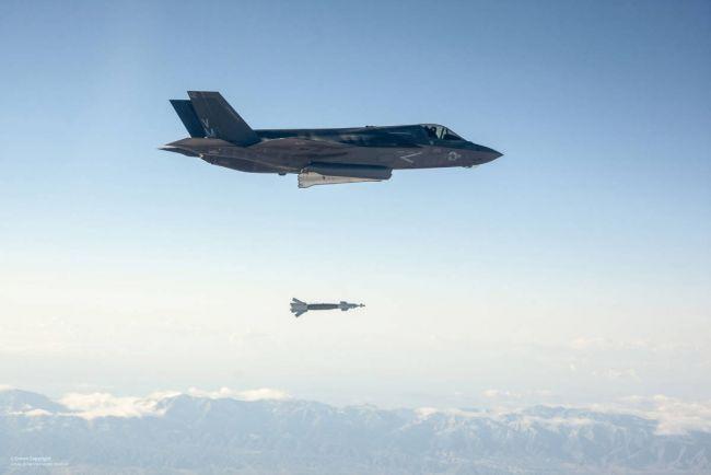 Общество, Норвегия получила первые 2 боевых самолёта F-35 для своих ВВС | Норвегия получила первые 2 боевых самолёта F-35 для своих ВВС