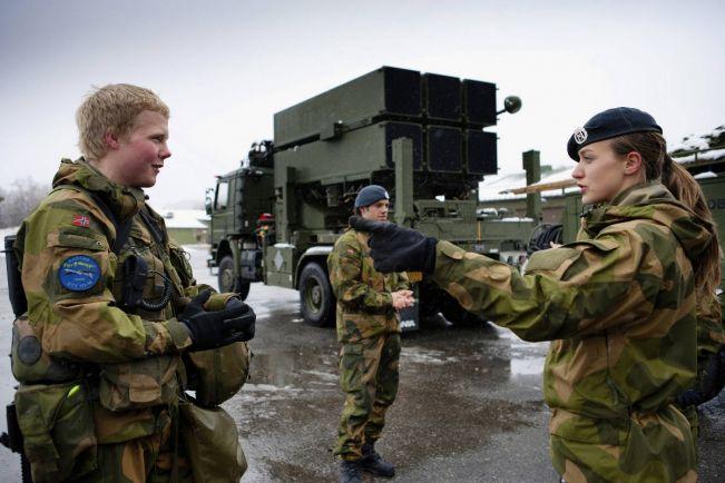 Общество, В норвежской армии гендерное равенство царит даже  в бане | Норвежская армия не собирается менять свою банную политику