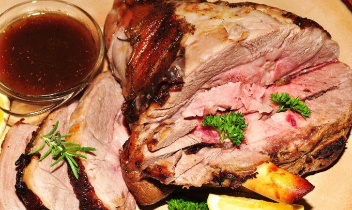 Рецепты, Баранья нога с чесноком и розмарином - главное пасхальное блюдо | Баранья нога с чесноком и розмарином - главное пасхальное блюдо