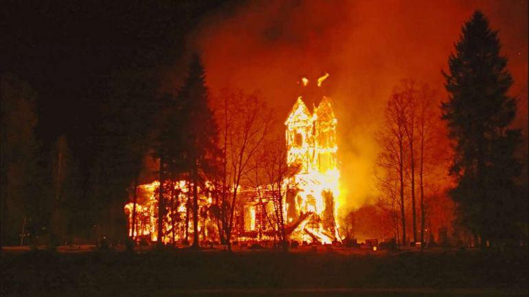 Калейдоскоп, На севере Финляндии сгорела церковь XVII века | На севере Финляндии сгорела церковь XVII века
