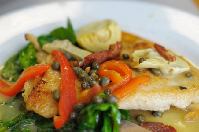 Рецепты, Весенний салат по-датски | Весенний салат с куриным филе, каперсами и грецкими орехами
