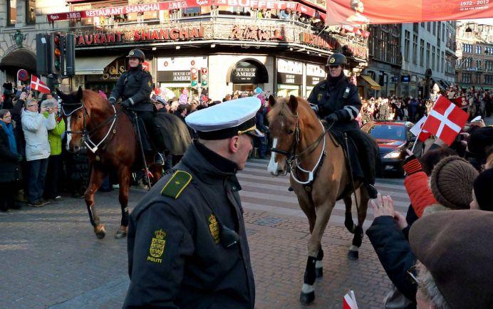Общество, На улицах датских городов появятся военные патрули | На улицах датских городов появятся военные патрули