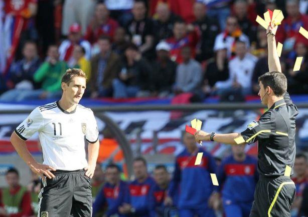 Общество, За хорошее поведение шведским футболистам покажут зелёную карточку | За хорошее поведение шведским футболистам покажут зелёную карточку