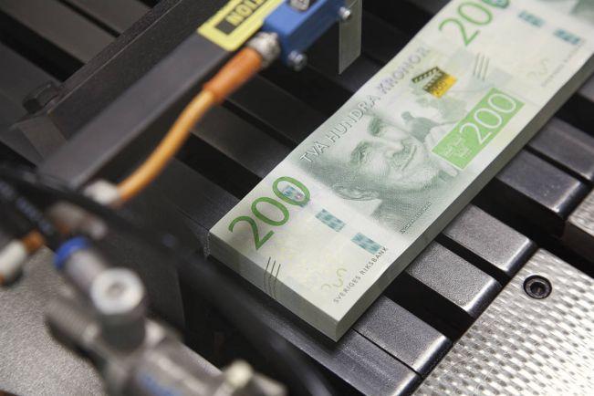 Общество, Шведам предстоит за сутки избавиться от 2 миллиардов крон | Шведам предстоит за сутки избавиться от 2 миллиардов крон
