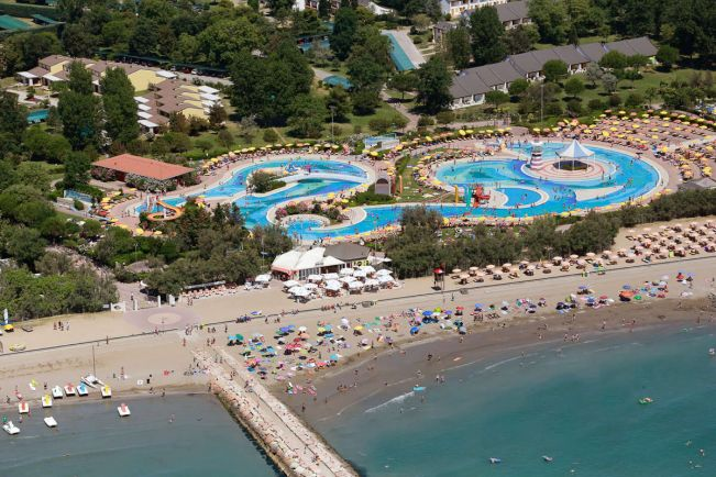 Туризм, Борясь с комарами, датчанин поджог курорт в Италии | Борясь с комарами, датчанин поджог курорт в Италии