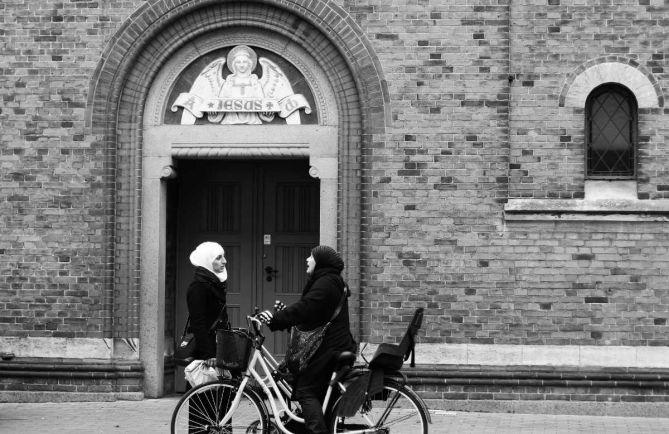 Общество, В Копенгагене женщины-имамы впервые провели пятничную молитву |  В Копенгагене  женщины-имамы впервые провели пятничную молитву