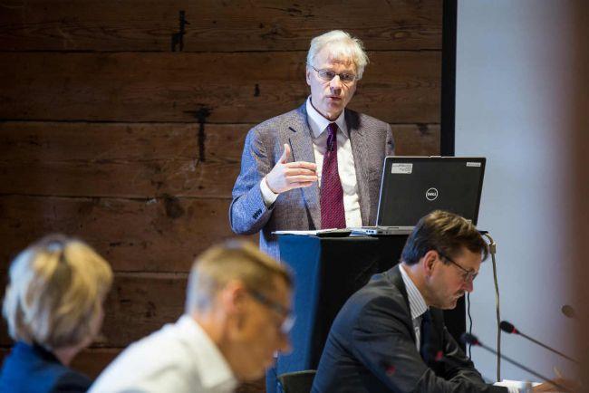 Общество, Бенгт Холмстрём стал пятым лауреатом Нобелевской премии из Финляндии | Бенгт Холмстрём стал пятым лауреатом Нобелевской премии из Финляндии