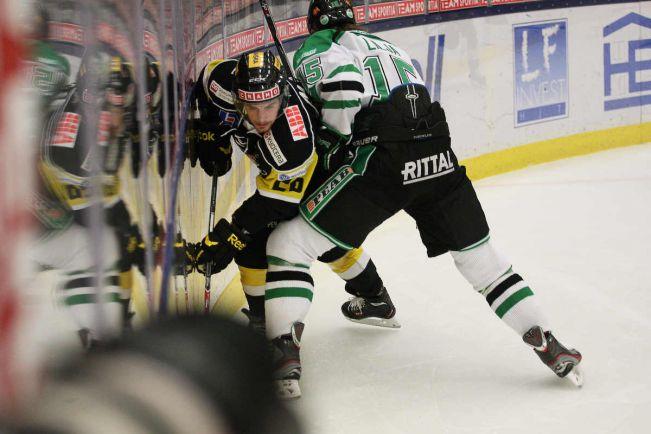 Калейдоскоп, Шведский хоккеист предстал перед судом за драку на льду | Шведский хоккеист предстал перед судом за драку на льду