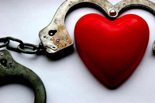 Калейдоскоп, Шведским полицейским пришлось вызволять участника сексуальной игры из наручников | Шведским полицейским пришлось вызволять участника сексуальной игры из наручников