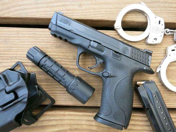 Общество, Датский полицейский забыл свой пистолет в общественном туалете |