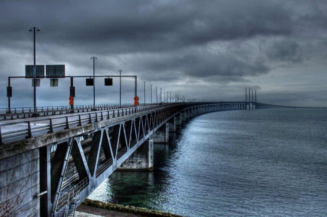 Калейдоскоп, Автомобиль пересёк Эресуннский мост по встречной полосе | Автомобиль пересёк Эресуннский мост по встречной полосе