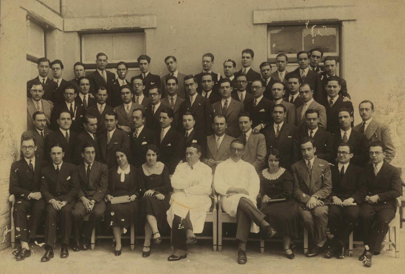 Антонио Эгаш Мониш со своими студентами . 1931 г.