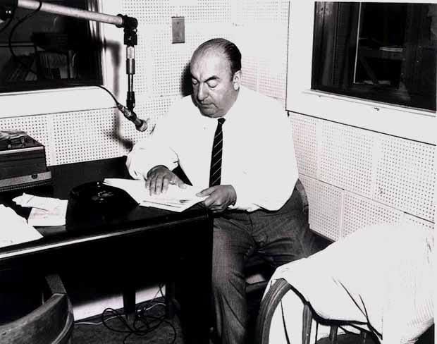 Пабло Неруда записывает стихи в Библиотеке Конгресса США . 1966 г.