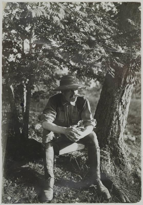 Gallen-Kallelan Museo FollowAkseli Gallen-Kallela in a khaki suit posing for his painting Cheetah at Linudd, 1911.