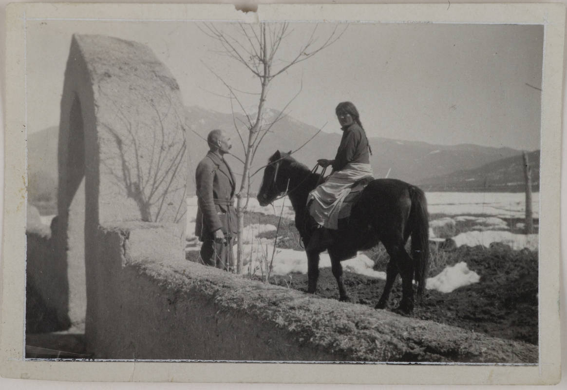 Gallen-Kallelan Museo / Native American Jerry on a horse and Akseli Gallen-Kallela in Taos, New Mexico, ca.1925.