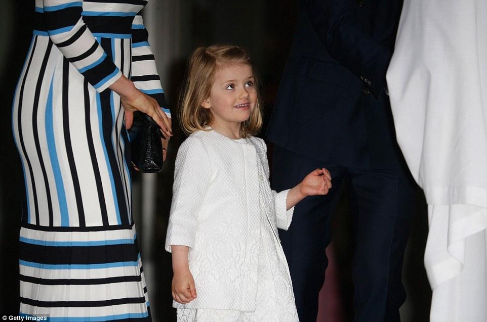 Малышка не смогла скрыть восхищения праздником во время протокольных мероприятий в Стокгольме.