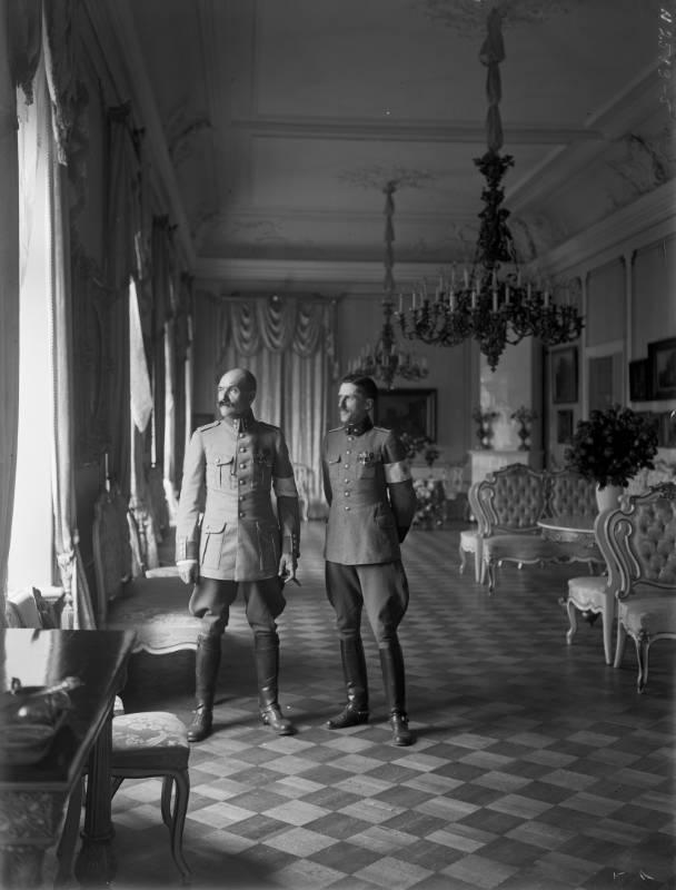 Финский музей Фотографии / Адьютант Маннергейма Аксели Галлен-Каллела и поручик Йон Розенбройер , 1918-1919, Helsinki.