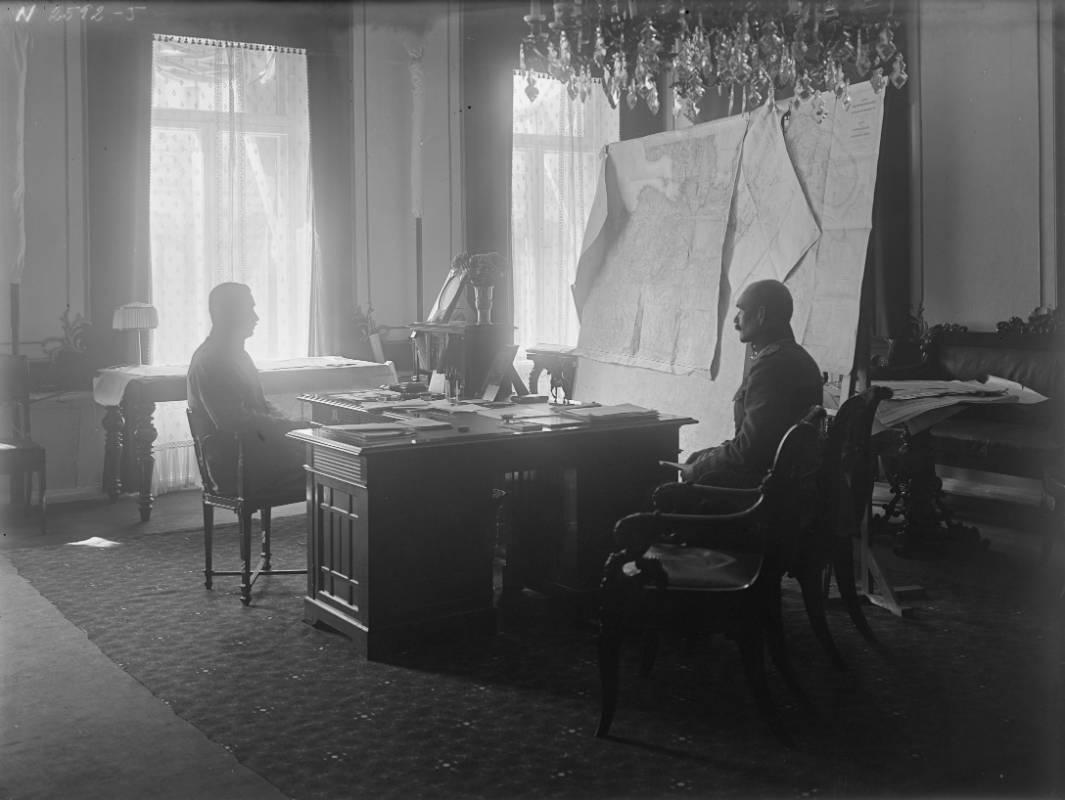Финский музей Фотографии / Маннергейм и его адьютант Аксели Галлен-Каллела, 1918-1919, Хельсинки.