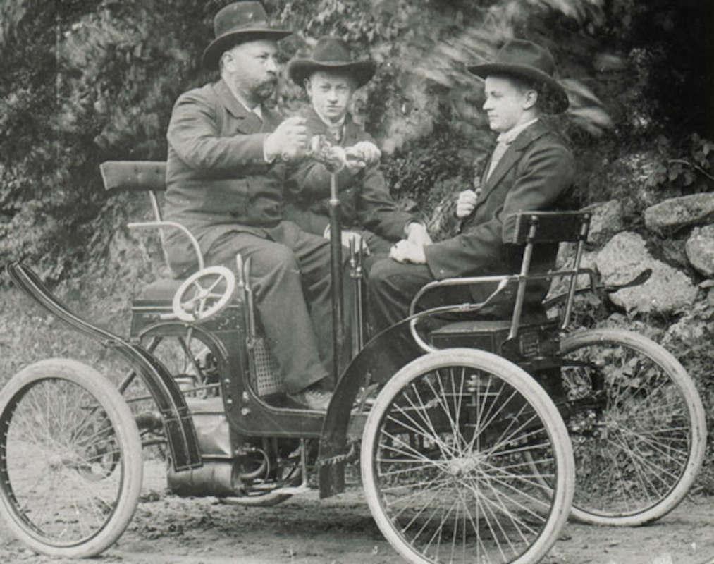 Музей истории Виборга/ Юлиус Бремс на своем автомобиле