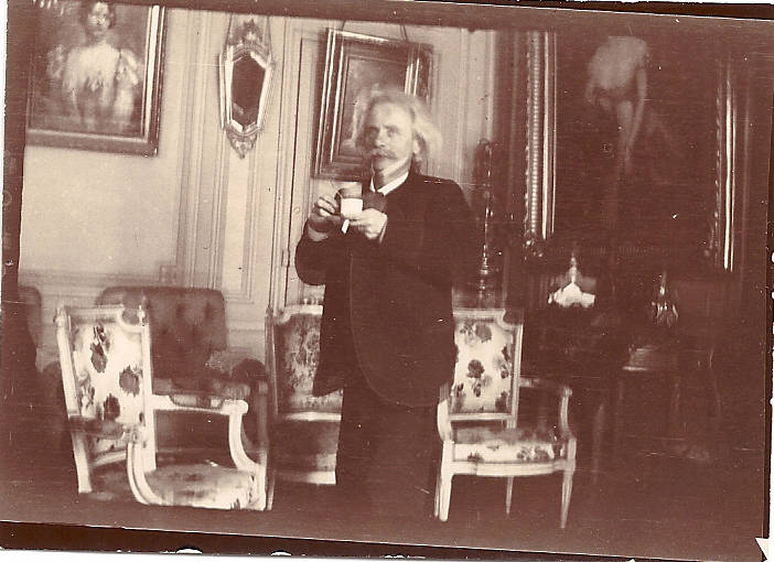 Bergen Public Library Norway / Edvard Grieg with cup