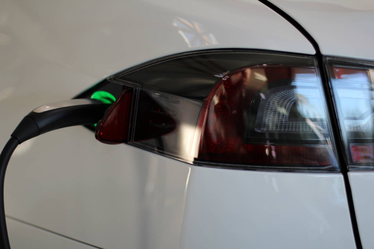 flikr/Joseph Thornton / The Tesla S charging