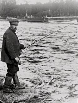Public Domain / Юхани Ахо на рыбалке на Хуопананкоски,  Виитасаари , Финляндия 1912