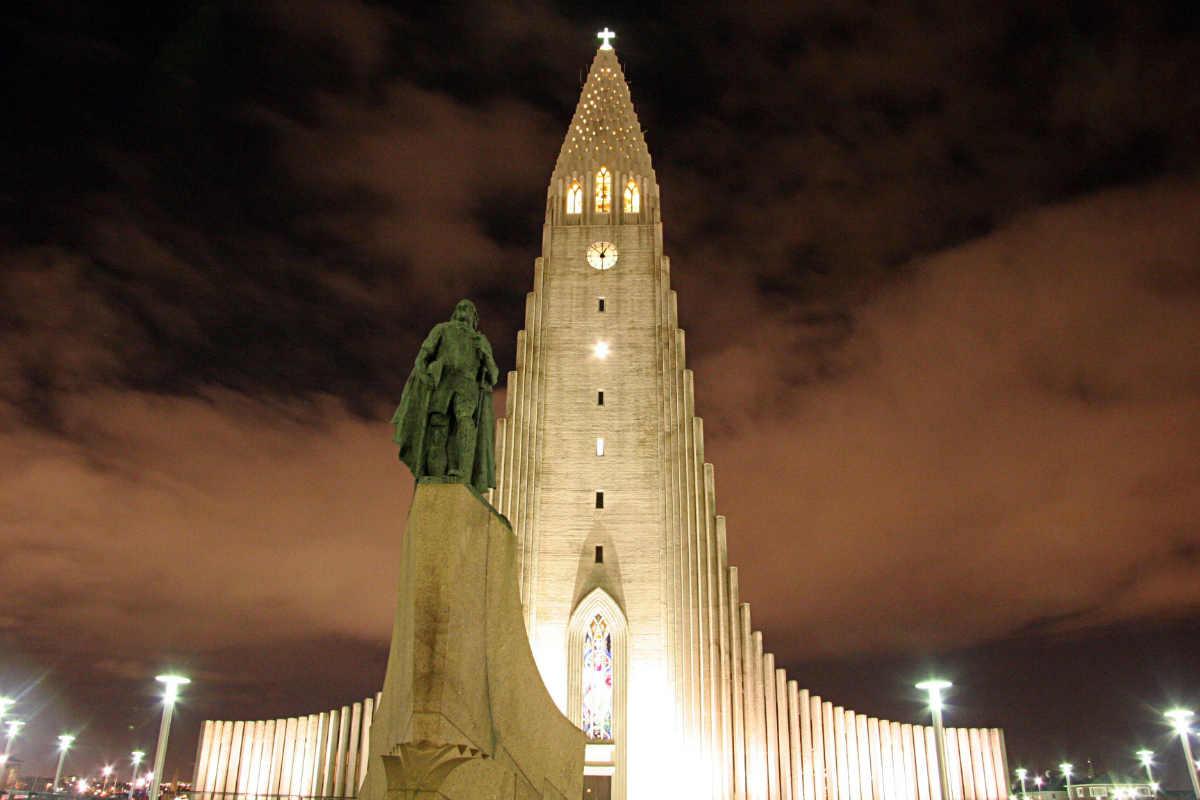 Фото: Gunnar Sigurður Zoega Guðmundsson / Памятник Лейфу Эриксону у церкви Хадльгримскиркья