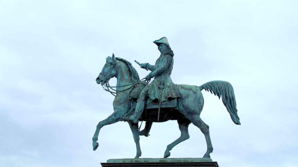 Фото: ScandiNews. Памятник Карлу XIV Юхану в Стокгольме