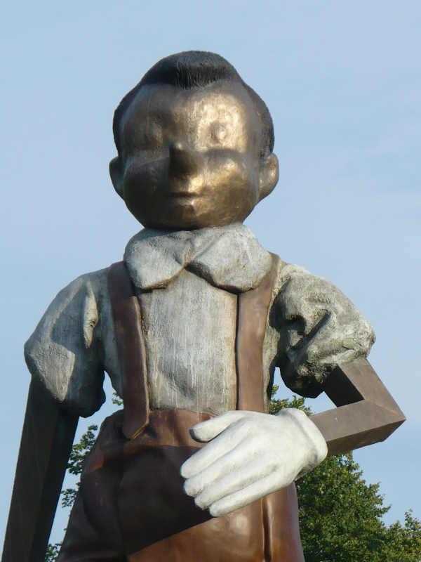 Фото: morganti.ferreira / 9-метровая статуя Пиноккио в городе Борас. Швеция