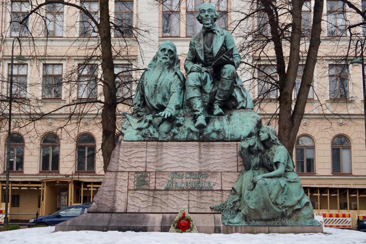 ScandiNews / Хельсинки. Памятник Леннроту и героям эпоса «Калевала»