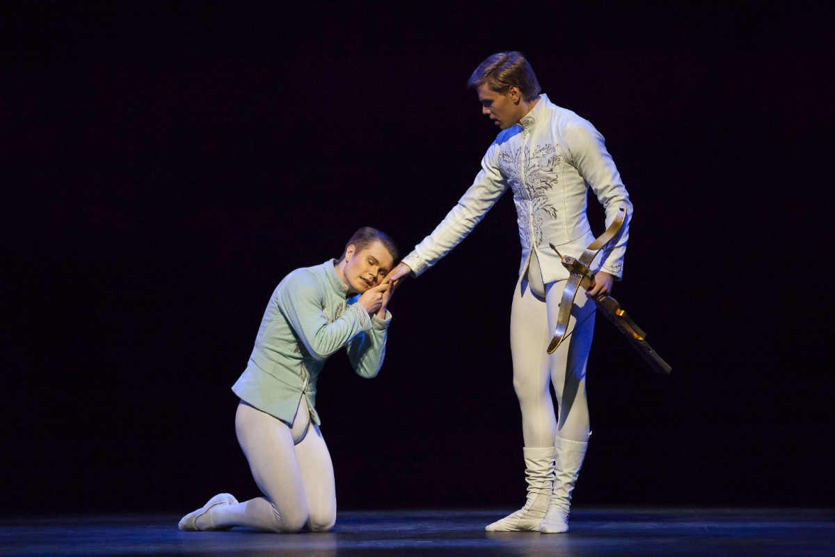 Финский национальный балет © 2013 Мирка Kлеемола / Франс Валкама, Яни Тало