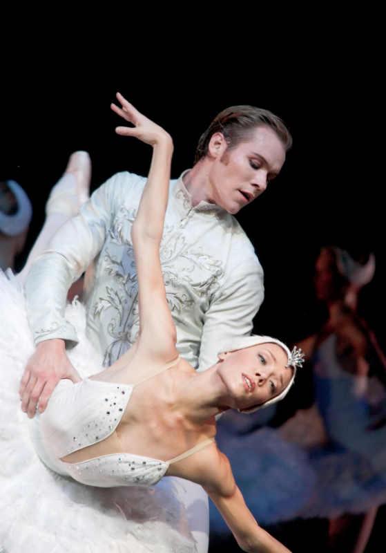 Финский национальный балет © 2009 Захари Виика / Эндрю Боумен, Салла Эерола