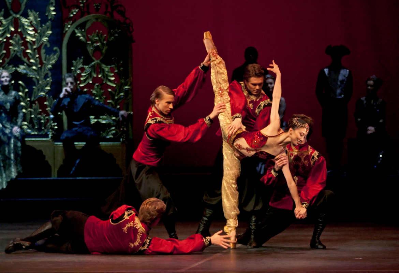 Финский национальный балет © 2009 Захари Виика / Николас Коскивирта, Маки Хакараба, Франс Валкама