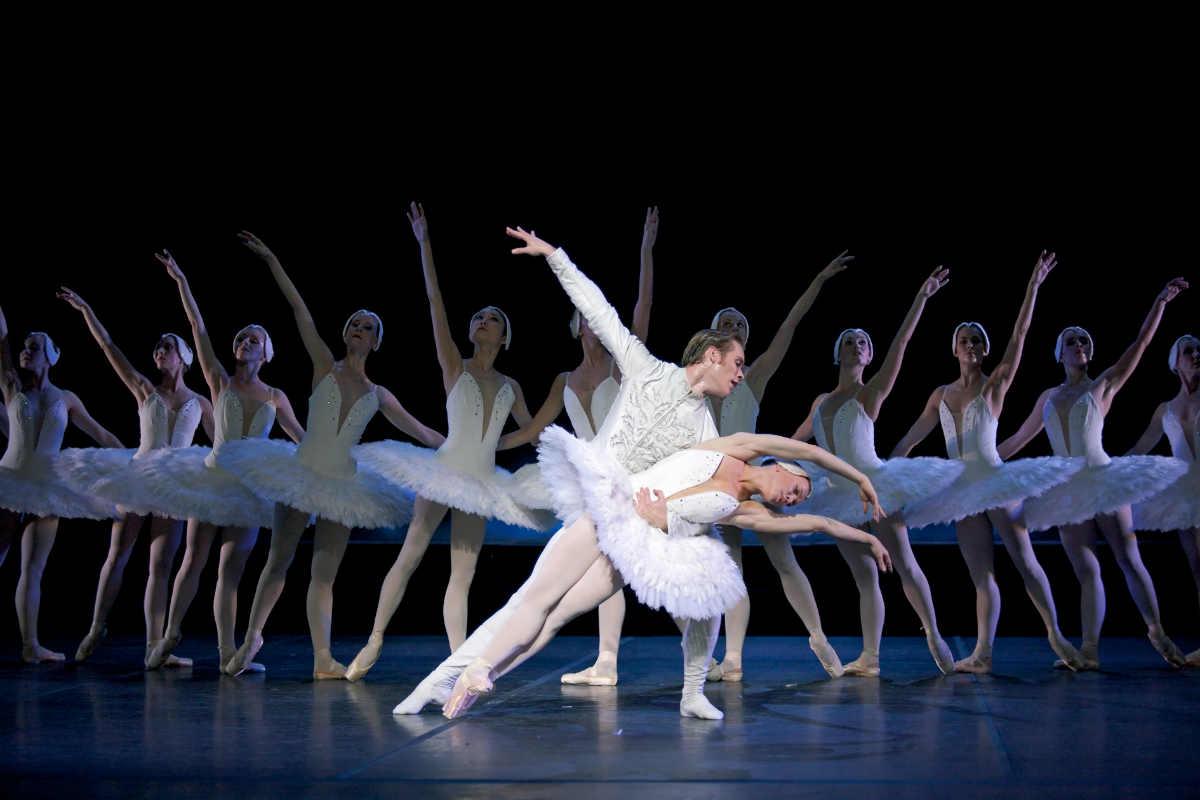 Финский национальный балет © 2009 Захари Виика/ Салла Эерола, Эндрю Боумен