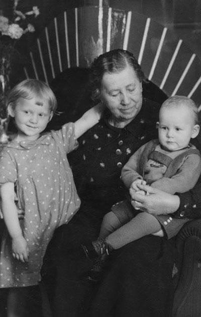 Фото: Общество финской литературы / Силланпяя с детьми