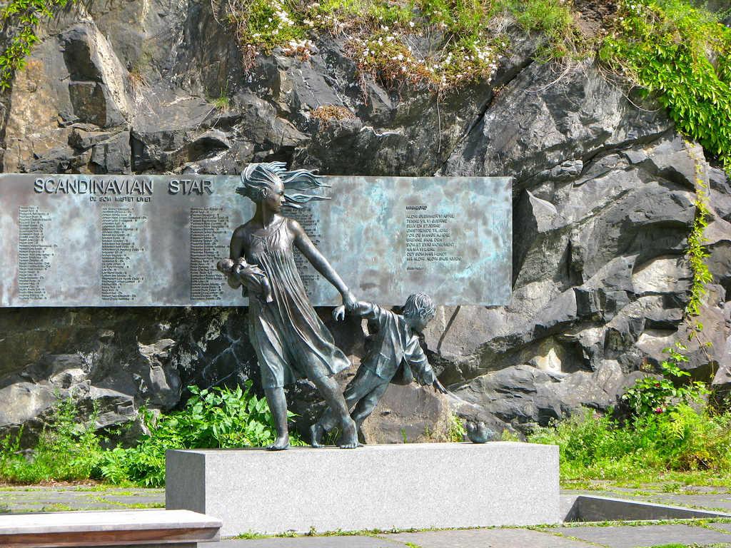 Памятник погибшим 158 пассажирам «Scandinavian Star» в 1990 году. Осло. Норвегия