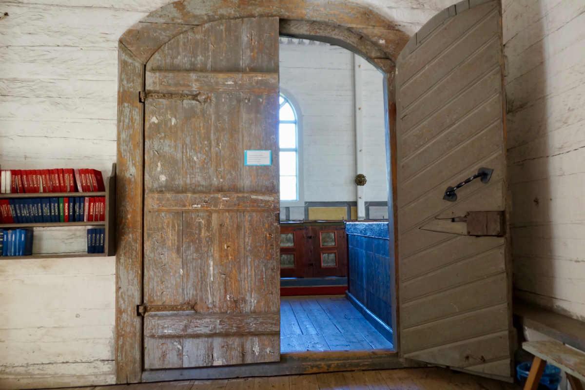 ScandiNews/Элементы внутреннего убранства церкви в городе Кристинаанкаупунки. Финляндия