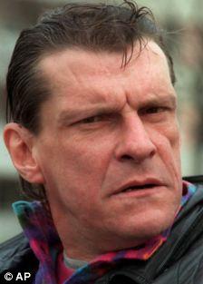 В убийстве Шведского премьер-министра было предъявлено обвинение Кристеру Петтерсону , который впоследствии был оправдан