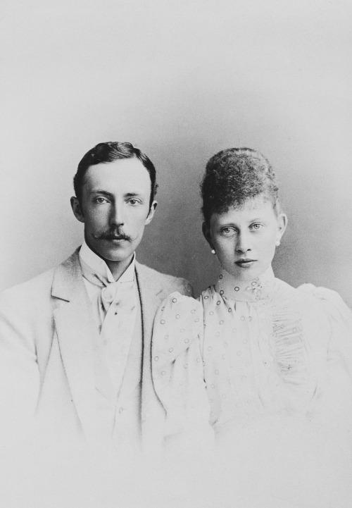 Некоронованные король и королева Финляндии и Карелии принц Гессен-Кассельский Фридрих Карл и принцесса Маргарита Прусская