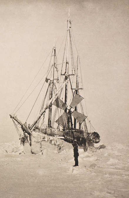 Фото: wikipedia.org/ Ф.Нансен/ «Фрам» в марте 1894 года. Хорошо виден ветряк электрогенератора